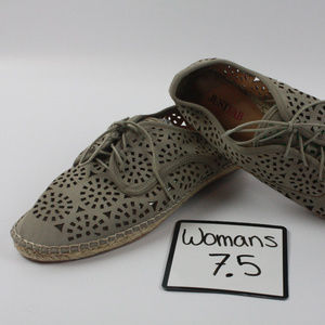Just Fab eyelet lace cutout cute 7.5 NEW shoes